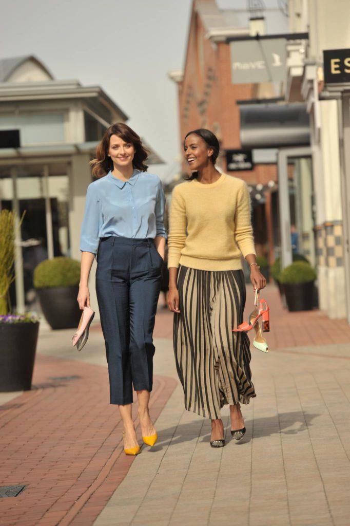 Eva Padberg und Sara Nuru mit Schuhen The Secret of Shoes, Get Together mit Eva Padberg und Sara Nuru im Ingolstadt Village am 5.04.2016 Foto: (c) BrauerPhotos / G.Nitschke fuer Value Retail
